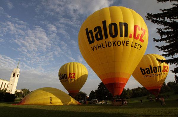 Let balónem pro 10–12 osob