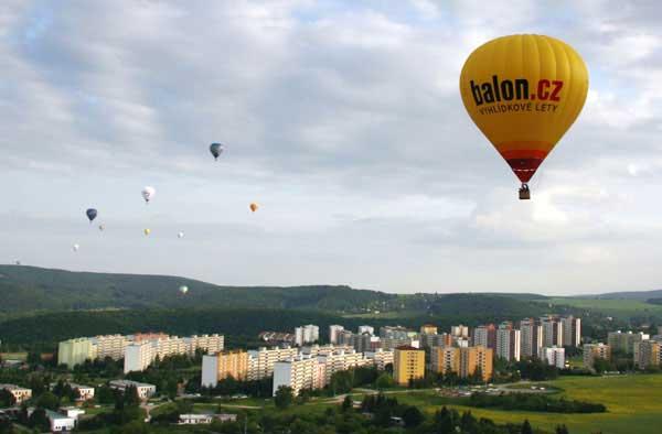 Let balónem pro pět